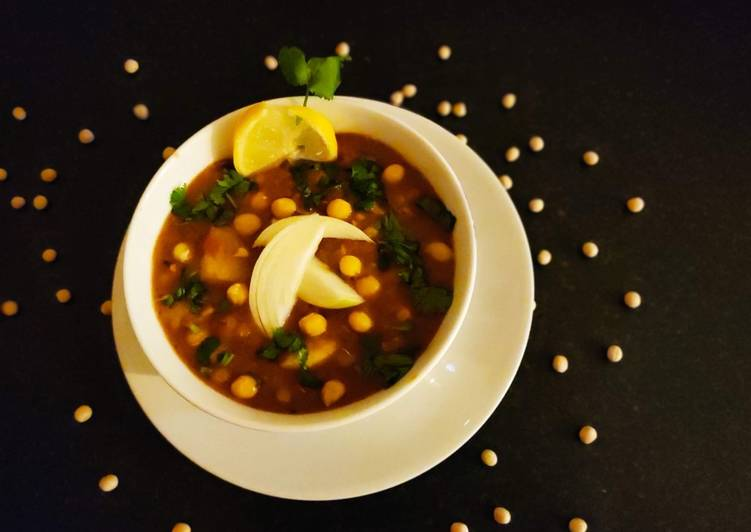 Recipe of Any-night-of-the-week Ghugni -(Bengali style Yellow peas curry)