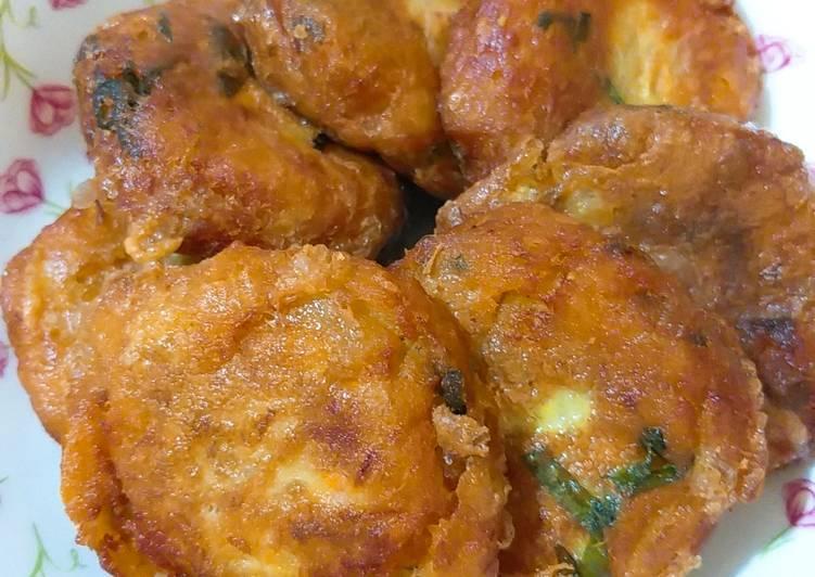 Perkedel sayur (kentang, wortel,sawi hijau)