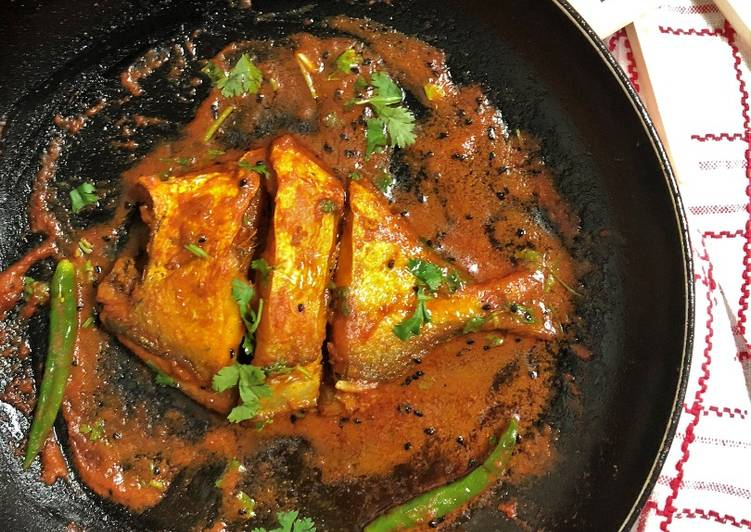 Step-by-Step Guide to Prepare Pomfret Macher Jhal (Bengali Fish Curry)