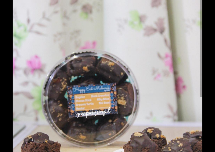 Fudgy Brownie with Kurma Choco