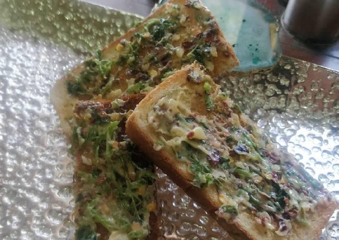 Crisp garlic peri peri toast
