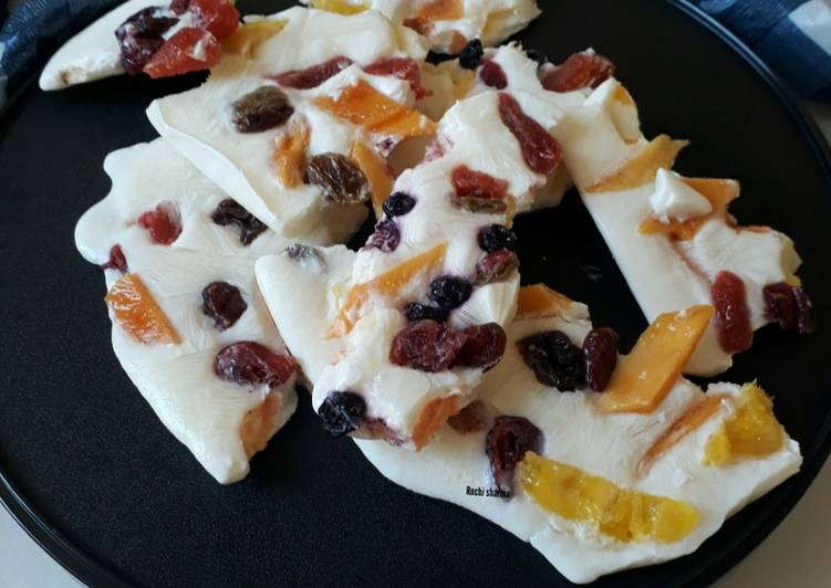 Frozen Yogurt Fruit Bark
