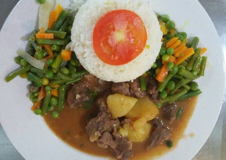 Recipe of Quick Braised rice with beef goulash and fried vegetabl1
