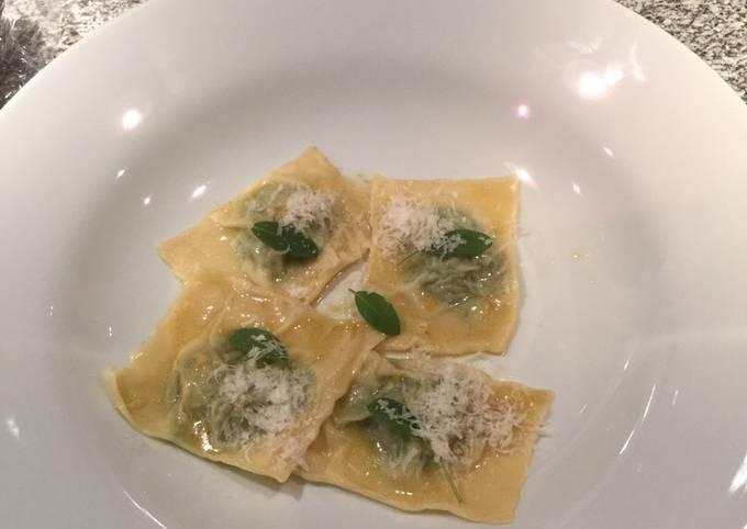 Nemmeste Måde at Lave Hurtig Hjemmelavet Ricotta, spinat og hakket oksekød. Fars til Ravioli med salvie smørsauce#minlivret På