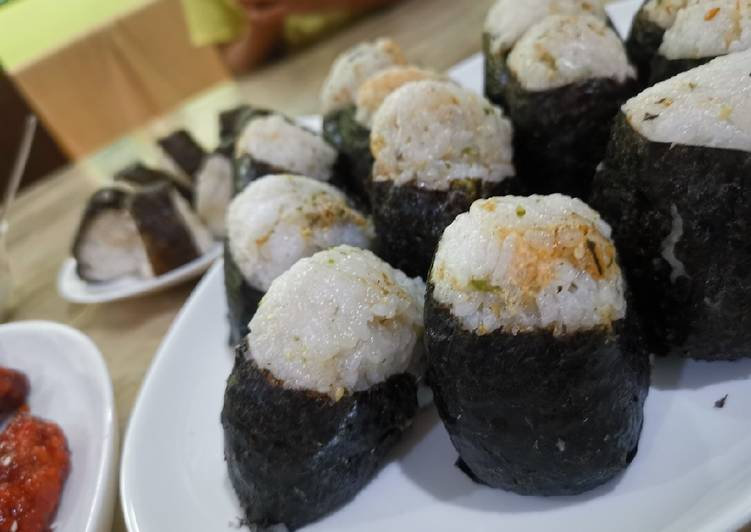 Recipe: Yummy Onigiri tuna