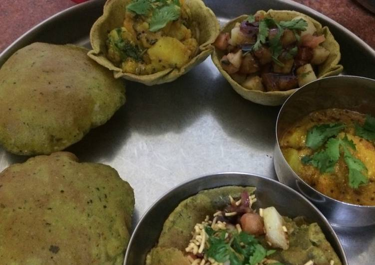 Old Fashioned Dinner Easy Quick Palak puri and aaloo bhaji with sev puri