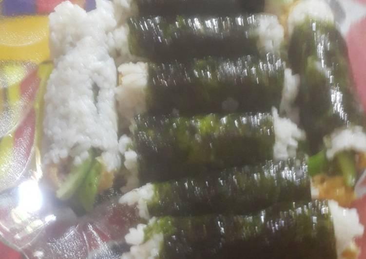 Sushi telur abon ayam sarapan sederhana..