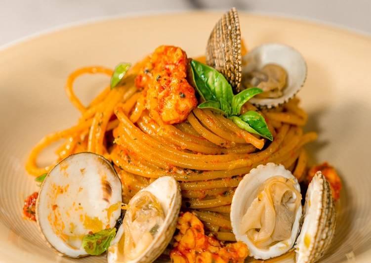 Ricetta Spaghetti (di Legumi o Integrali) con Scampi, Gameberi Rossi e Taratufi di Mare