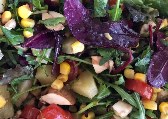 Mixed Green Salad with Pineapple