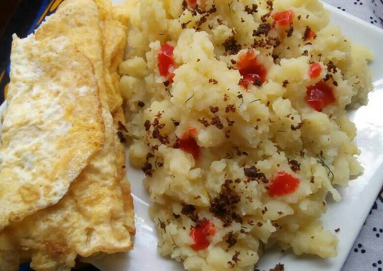 Steps to Make Homemade Mashed potatoes with fried eggs
