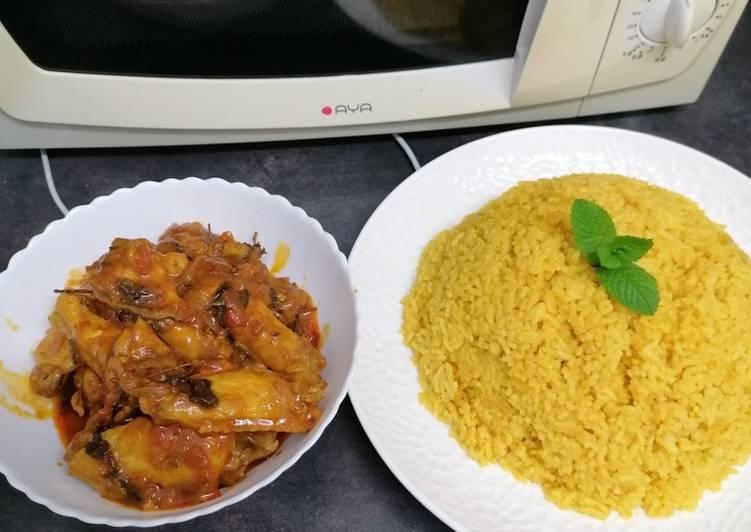 Riz jaune + poulet à la sauce tomate