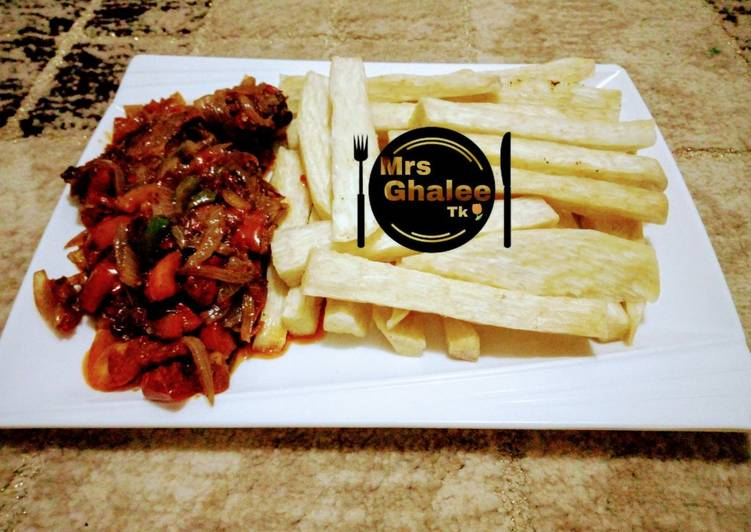 Fried yam with tomatoes sauce