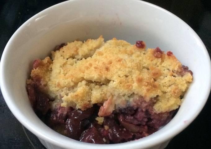 Leftover Kirsch-Cherry crumble