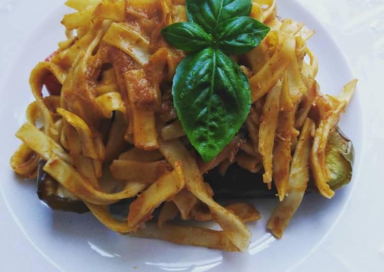 Ricetta Tagliatelle con peperoni e crema