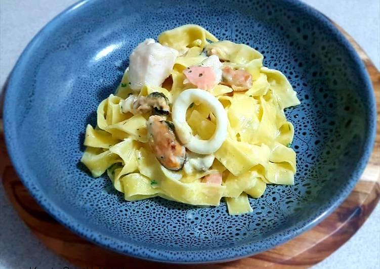 Tagilatelle with seafood marinara