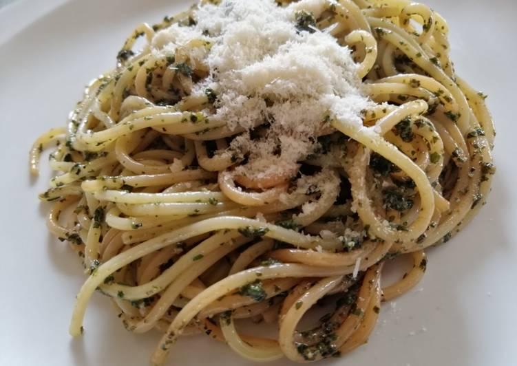 Spaghetti al pesto (ricetta pesto)