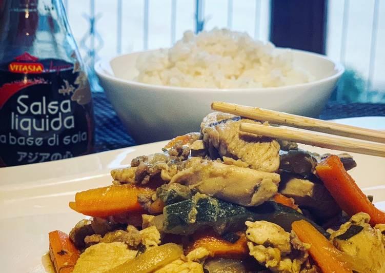 Ricetta Pollo con verdure in salsa di soia
