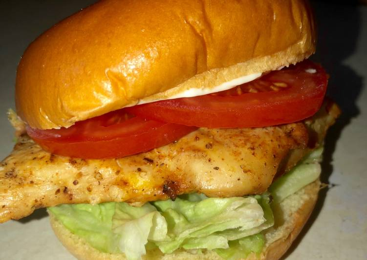Grilled Cajun chicken sandwich 🌶