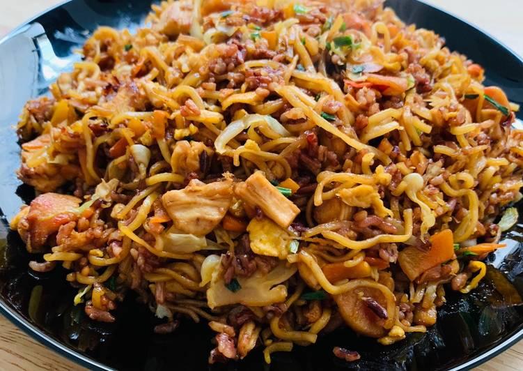 Nasi goreng mawut beras merah
