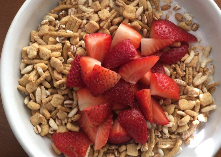 Going Green for Greater Health By Dining Superfoods, Kefir, Go Lean Cereal, Strawberries