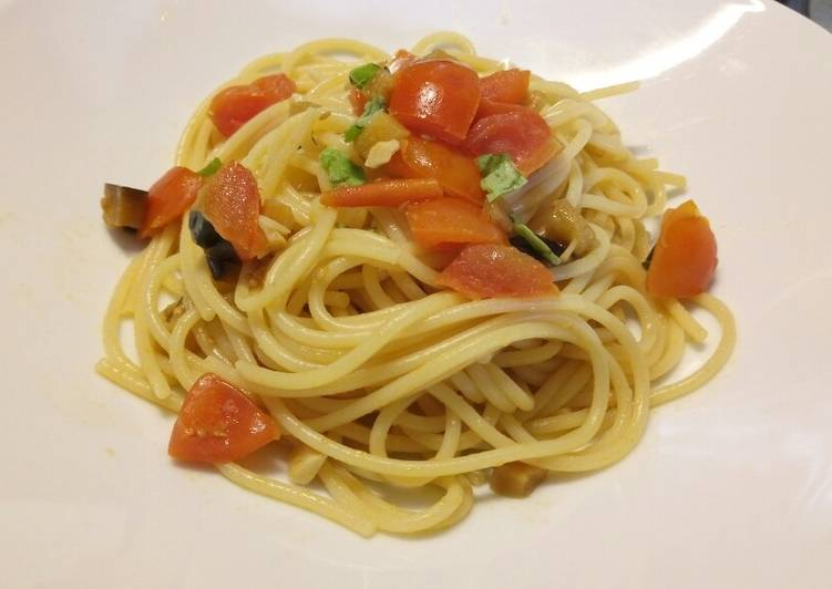 Simple Way to Make Super Quick Homemade Spaghetti with aubergine and fresh tomatoes