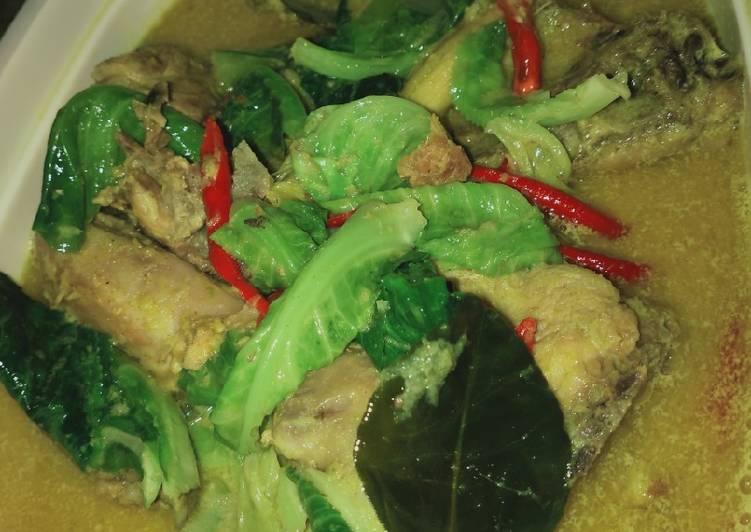 Gulai Ayam Baby Kailan