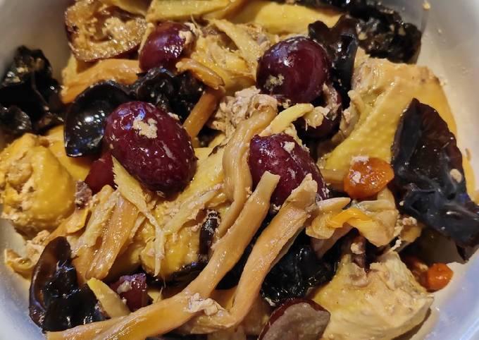 Herbs Steamed Chicken