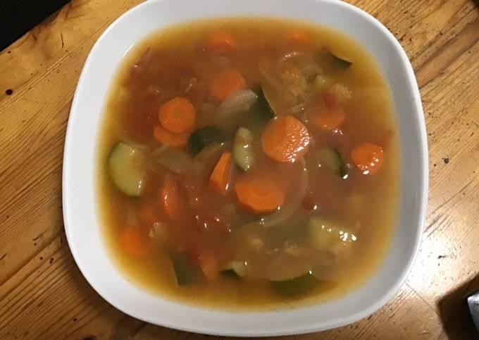 Soupe de courgettes carottes et tomates au cumin