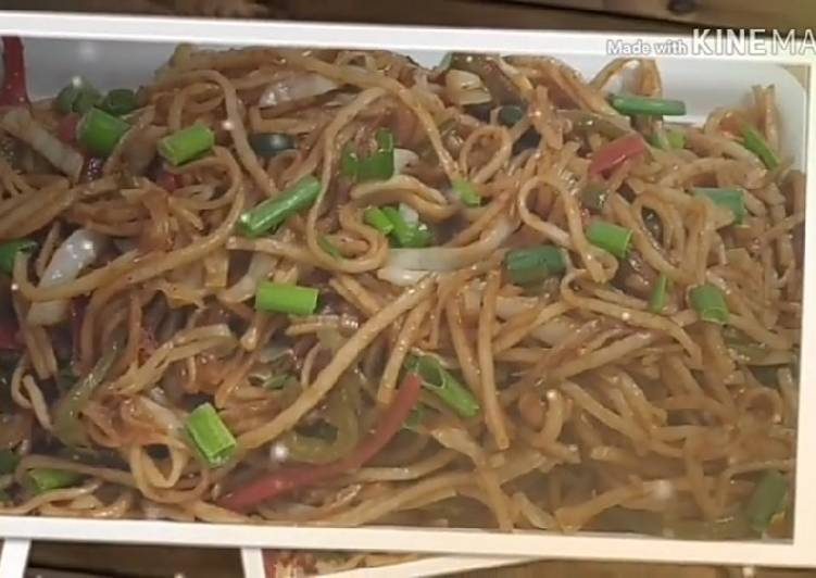 || Make Choupati Style Hakka Noodles Easily at Home ||