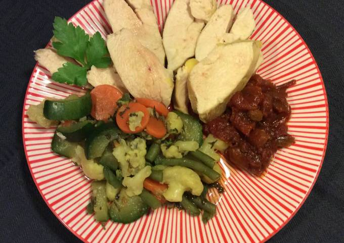 Blanc de poulet poché et légumes aux épices brésiliens
