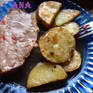 Bondiola de cerdo mechada con papas al horno