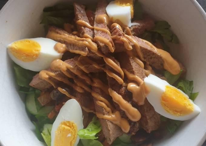 Striploin steak fajitas salad