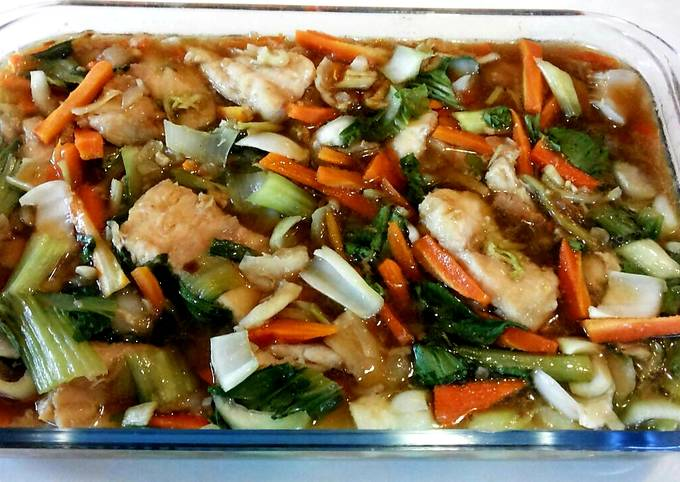 Dory fillets and vegetables in soy-oyster sauce