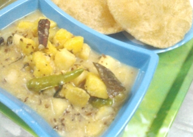 The Simple and Healthy Dahi Wale Aloo (Potato in Yoghurt Gravy)
