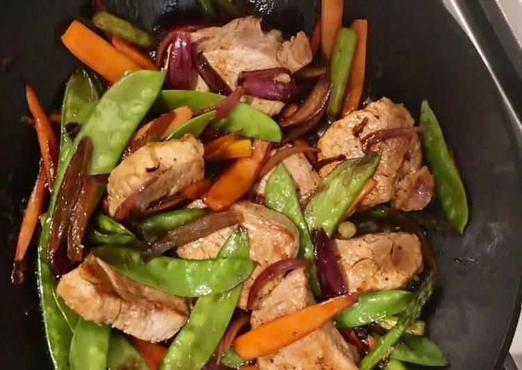 Solomillo de cerdo con verduras al wok
