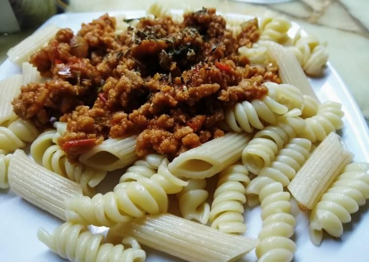 Pasta con salsa bolognesa sin carne
