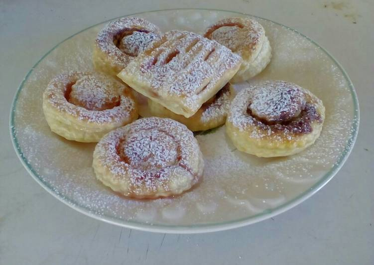 Strawberry jam and chocolate pastry parcels