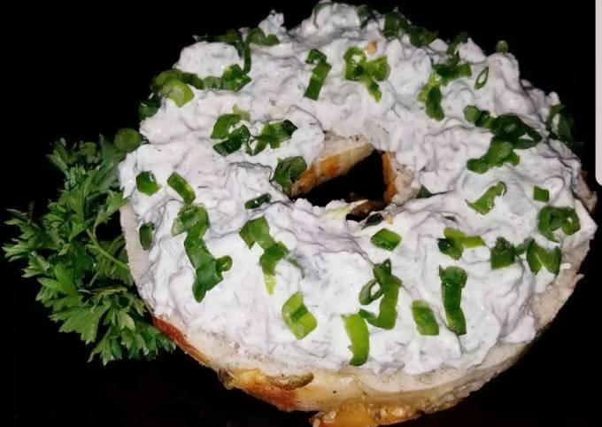 Mike's 4 Onion 3 Pepper Bagel Spread