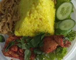 Nasi kuning tumpeng mini + ayam bumbu rujak