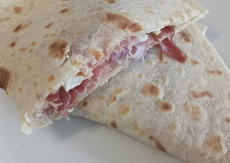 Speck, brie and red onion piadina
