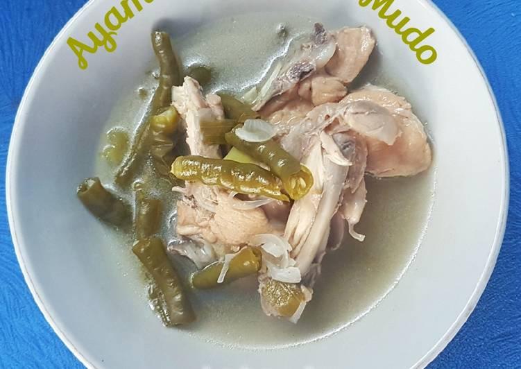 Ayam Patah Lado Mudo (sup ayam cabe hijau)