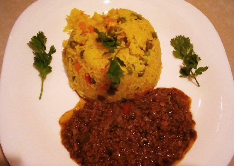 Tumeric veggie rice with spicy minced beef