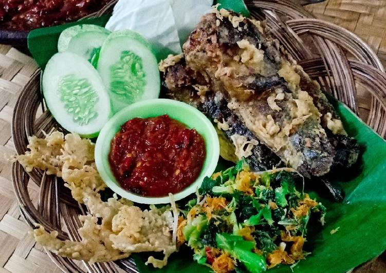 Pecel Lele Kremes (Ala Semarang)