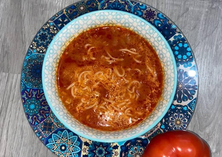 Soupe à la tomate et vermicelles