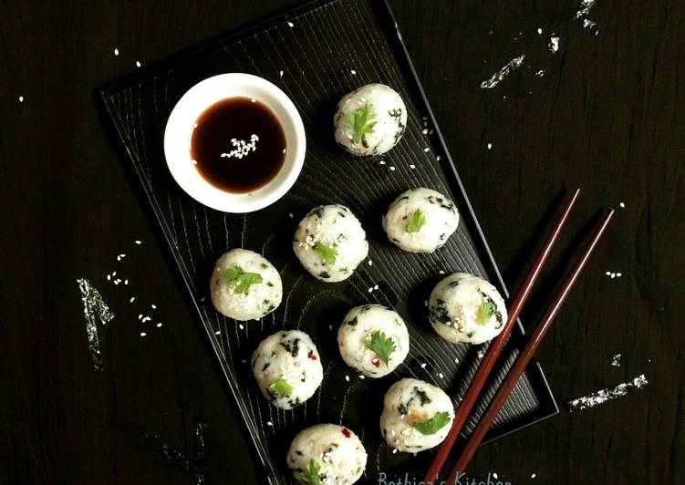 Steps to Prepare Quick Seaweed Rice Balls