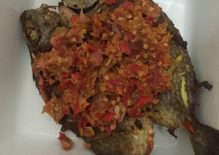 Ikan baronang goreng bumbu rica