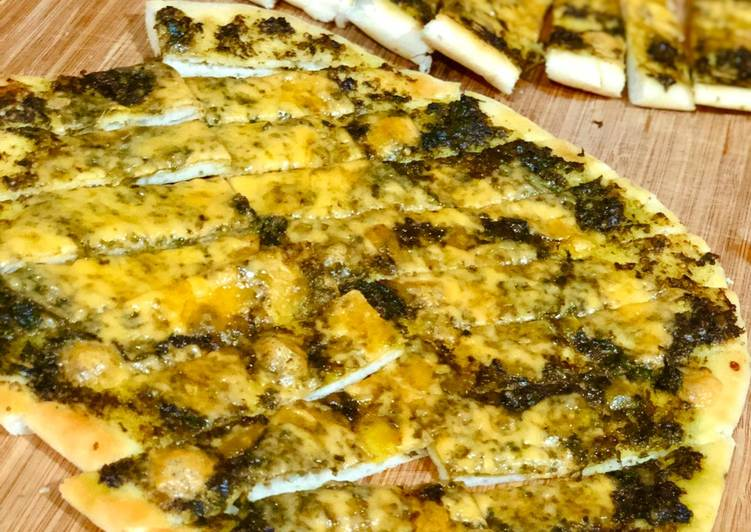 Cheesy-pesto breadstick