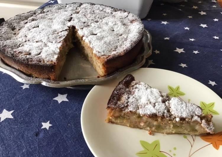 Gâteau moelleux à la rhubarbe du jardin et aux amandes