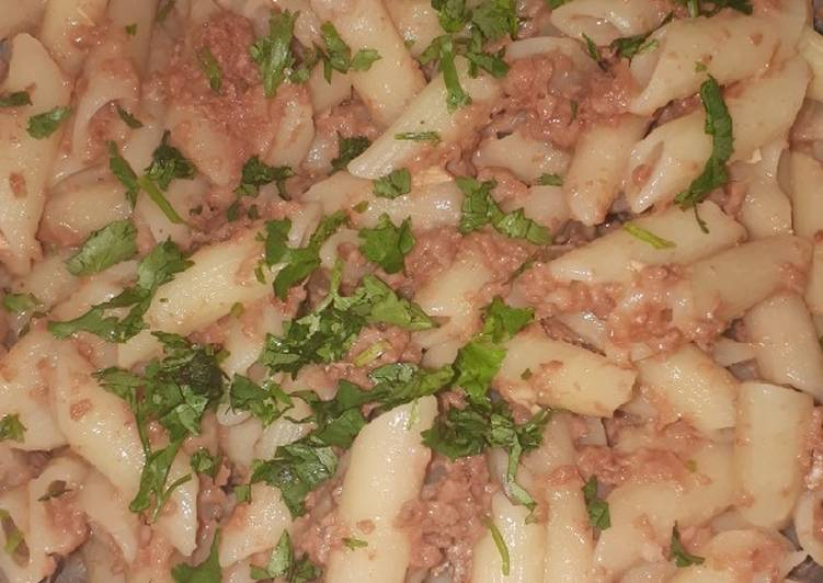 How to Prepare Most Popular Penne in corned beef garnished with dhania
