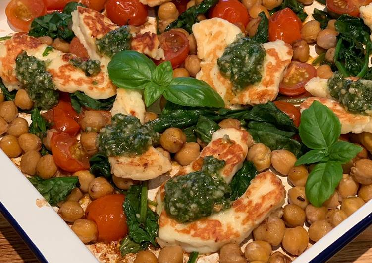 Halloumi with pesto, balsamic tomatoes, spinach and chickpeas